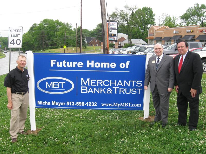 Image of Tom Stone, Board Member of Merchants Bank and Donald Patterson, President and CEO of Merchants Bank with Trustee Tony Rosiello